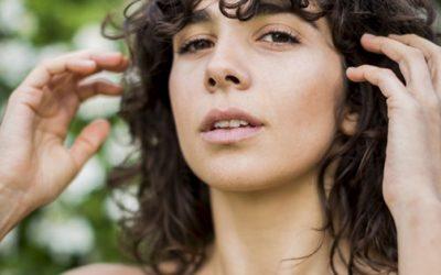 Aceite de jojoba orgánico, magia para el cuidado facial natural